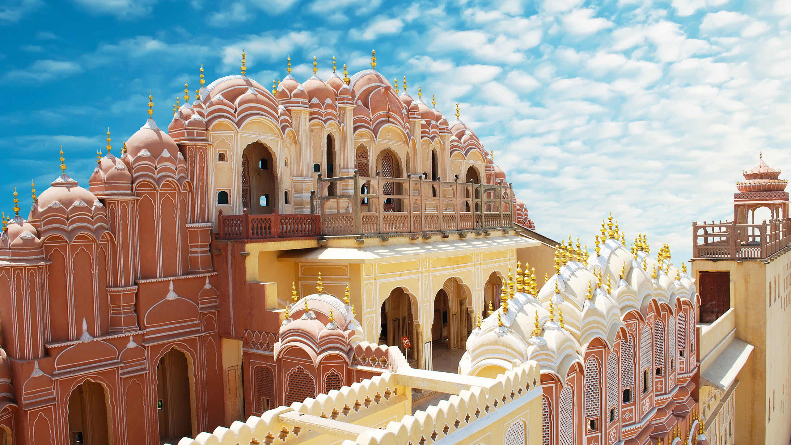 Divulge into the secrets of the Walled City of Jaipur